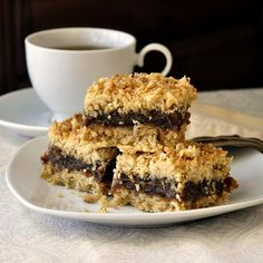The Absolute Best Newfoundland Date Crumbles - Rock Recipes -The Best Food & Photos from my St. Rock Recipes, Date Recipes, Sweet Recipes, Yummy Recipes, No Bake Desserts, Just Desserts, Dessert Recipes, Yummy Treats, Sweet Treats