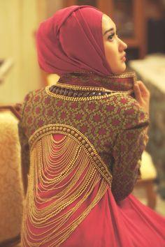 vanillaandroses:  amnasure:  hijab-wearitright:  Dian Pelangi, Indonesian fashion designer.  beautiful  Oh my God.