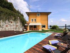 Wunderschöne Villa in Italien mit privatem Pool und Panoramablick auf den See Lago Maggiore. #Strand #Sommer #Sonne #Beach #summer #sun #Ferienhaus #travel #holidays #imUrlaubwiezuhausefühlen
