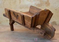 Carretilla porta macetas macetero de madera jardin y for Carretillas de madera para jardin