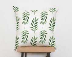 Botanik Trend: Kissen mit Pflanzenmotiv, dieser Kissenbezug sorgt für tropisches Flair // pillow cover with tropical plant print made by Emodi via DaWanda.com