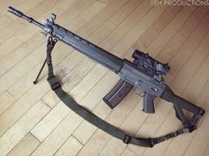 Zombie Apocalypse Weapons, Sig Sg 550, Hanuman Wallpaper, Submachine Gun, Sig Sauer, Military Guns, Cool Guns, Assault Rifle, 2nd Amendment