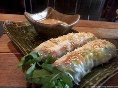 Nem vietnamita de salmón ahumado, rúcula y queso tártaro. Canalla Bistró.