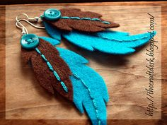easy craft-- felted earrings made to match any colored outfit-- great standout stuff! Felt Diy, Felt Crafts, Fabric Crafts, Sewing Crafts, Feather Earrings, Diy Earrings, Felt Bookmark, Felt Necklace, Bijoux Diy