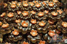 Ořechové květy z pečeného i nepečeného těsta | NejRecept.cz Graham Crackers, Biscotti, Sweet Tooth, Diy And Crafts, Stuffed Mushrooms, Muffin, Food And Drink, Cookies, Vegetables