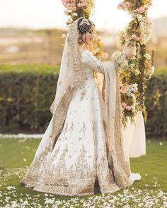 ہجومِ حسن میں تم نواب لگتی ہو❤🔥 Elegant beauty 🔥 👉 #NeelamMuneer looks like a dream in this signature Nikkah look by Saba Raja at @royalsalon.pk. Pakistani Dresses, Fashion Brand, Fashion Dresses, Actresses, Wedding Dresses, Celebrities, Photography, Outfits, Victorian