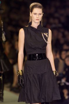 Chanel Fall 2001 Runway Pictures - Livingly