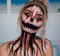 Scary Pumpkin Makeup for Halloween 2018 Slash Halloween Makeup Idea Next, we have a scary Halloween makeup idea that features slash wounds. The face has slashes and there is one on the top of the wrist too Looks Halloween, Halloween 2018, Sac Halloween, Halloween Makeup Clown, Halloween Inspo, Halloween Nails, Halloween Makeup Tutorials, Halloween Costumes Diy Scary, Halloween Face Paint Scary