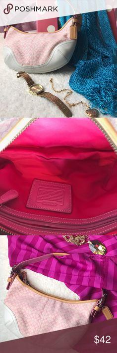 Authentic Coach designer handbag in pink 💥Accepting offers💥Authentic Coach Handbag in pink💕✨Happy poshing 😊 Coach Bags