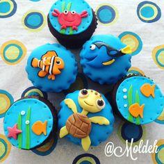 """Cupcakes de """"Buscando a Nemo"""", Dory y Squirt // """"Finding Nemo"""" Cupcakes Turtle Cupcakes, Owl Cupcakes, Dory Cake, Toddler Birthday Cakes, Fondant Cupcakes, Fondant Owl, Cupcake Wars, Cupcake Toppers, Disney Cupcakes"""