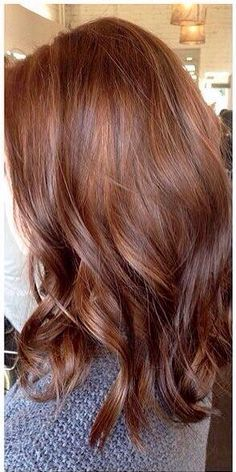 Are you looking for auburn hair color hairstyles? See our collection full of auburn hair color hairstyles and get inspired! (color for hair) Hair Color Auburn, Brown Hair Colors, Brown Auburn Hair, Redish Brown Hair, Copper Brown Hair, Fall Auburn Hair, Natural Auburn Hair, Hair Colors For Winter, Burgundy Hair