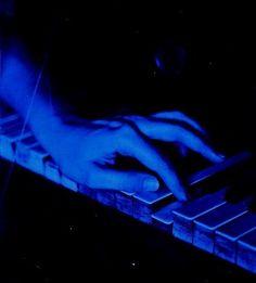 Im Barbie. Blue Aesthetic Grunge, Blue Aesthetic Pastel, Rainbow Aesthetic, Aesthetic Colors, Aesthetic Pictures, Dark Blue Wallpaper, Blue Wallpapers, Image Bleu, Everything Is Blue