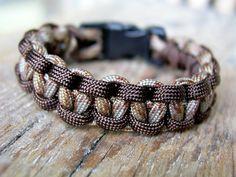 Farbe: Farbe: braun - camouflage    Auch andere Farben sind möglich, siehe Beispielfotos und Shopkategorie Männer / Boys Armbänder).    Länge: Wunschl