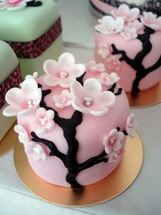 Fancy Cakes – Seductive mini cakes that inspire - Cupcake Oreo Ideen Beautiful Cupcakes, Gorgeous Cakes, Pretty Cakes, Cute Cakes, Amazing Cakes, Fancy Cakes, Mini Cakes, Cupcake Cakes, Pink Cupcakes