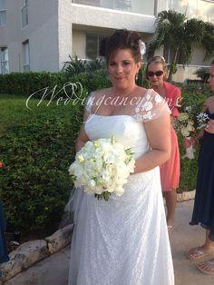 #ivory roses and #white lisianthus #bridal #bouquet #weddingcancun by #latinasia