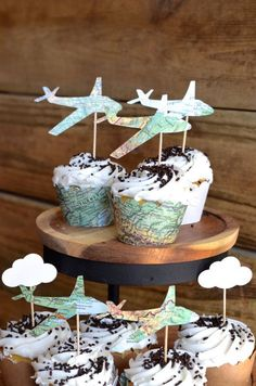 Vintage Map Airplane Cupcake Toppers - Perfect for weddings, birthdays, baby showers, and much more! Fräulein K sagt Ja katjaheil Flugzeug Geburtstag Airplane party for children's birthday Thank you for this nice idea for the next airplane child& Cupcake Toppers, Cupcake Fondant, Cupcake Picks, Rose Cupcake, Grad Parties, Birthday Parties, Airplane Cupcakes, 30th Birthday Ideas For Women, Gateau Baby Shower
