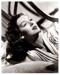 """Rosalind Russell - actress known for the movies """"The Women"""".""""His Girl Friday"""" and """"Auntie Mame"""". She died on Nov 1976 from cancer at the age of 68 Hollywood Stars, Old Hollywood Glamour, Golden Age Of Hollywood, Vintage Glamour, Vintage Hollywood, Classic Hollywood, Vintage Beauty, Rosalind Russell, Classic Movie Stars"""