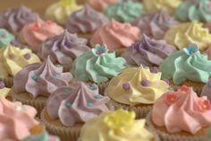 Pastel vanilla wedding cupcakes!!!