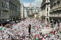 9/08/14 - 100mila manifestanti pro #Palestina davanti alla sede di BBCNews a #Londra #Gaza