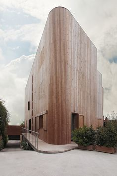Gallery of House Pedralbes / BCarquitectos – 1 – The House of the Rising Sun - architecture house Wood Architecture, Residential Architecture, Contemporary Architecture, Amazing Architecture, Installation Architecture, Minimalist Architecture, Wooden Facade, Timber Cladding, Beautiful Buildings