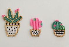 Voir la vie en rose et y mettre un peu de piquant! Love cactus #perlezmoicarioca #perlezmoidamour #perlesmiyuki #madebyme #cactus #tissageperles #brickstitch #jenfiledesperlesetjassume #motifrosemoustache