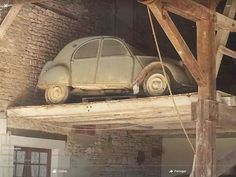 How the heck did they get it up there? 2cv