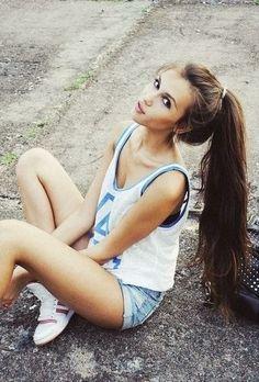 Nada se compara a la adorable cola alta de esta chica.