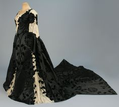black silk velvet voided to satin, boned back-lacing bodice cut along velvet floral and inset at shoulder, front and back with cream Alencon lace over chiffon with spangles, short sleeve having lace ruffle, matching skirt with three front lace gores Antique Clothing, Historical Clothing, Historical Dress, Vintage Gowns, Vintage Outfits, Beautiful Gowns, Beautiful Outfits, Beautiful Things, Victorian Fashion