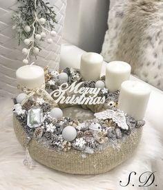 Stunning Christmas Sweater Wreath Advent Candles Decoration Ideas - Page 40 of 55 - Chic Hostess Advent Candles, Christmas Candles, Christmas Centerpieces, Christmas Lights, Christmas Decorations, Table Decorations, Large Christmas Wreath, Holiday Wreaths, Christmas Crafts