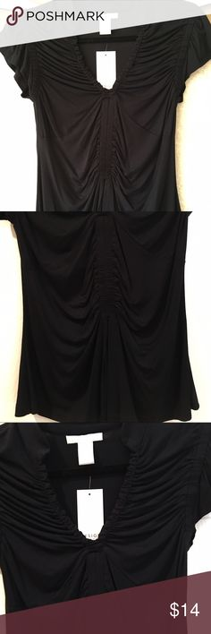 """Black Stretchy gathered t-shirt blouse🆕 Size M NWT black very soft and nice fabric shirt sleeve top . It looks so flattering on. It's hard to tell in the photos. It's flattering because it had gathering or like ruching in all the right places. Around the v shaped neck , around the sleeves, in the front so your waist is accentuated. It is part spandex so it fits just right. It measures 23"""" shoulder to hem, 16"""" arm pit to arm to arm pit. This is a really nice top. From a boutique in southern…"""