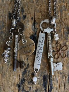 Vintage Jewelry Crafts Vintage Key Necklaces Reserved for by Lovevintagejewel - Antique Keys, Vintage Keys, Or Antique, Vintage Jewelry Crafts, Jewelry Art, Jewelry Design, Girls Jewelry, Boho Jewelry, Jewelry Ideas