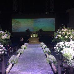 교회 장로님 따님 결혼식 방문.. 새로운 커플의 앞날에 꽃길만 가득하길.. 행복하게 사세요.. Han River, Sidewalk, Sidewalks, Pavement, Walkways