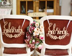 Placa Cadeira Noivos Madeira Ele/Ela - CHIC no Último