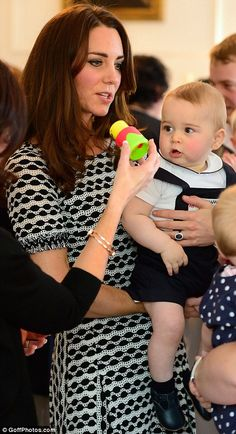 The Duchess and Prince of Cambridge at a playdate in Wellington, New Zealand, April 2014 #katemiddleton #princegeorge