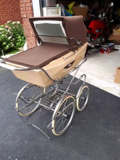 has been covered in storage. Pram Stroller, Baby Strollers, Prams And Pushchairs, Dolls Prams, Baby Carriage, Vintage Italian, Vintage Advertisements, Kids And Parenting, Old And New