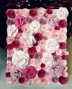 Este perioada tablourilor florale! Astazi va prezint alt proiect, un tablou fara rama de aceasta data acoperit cu flori de trei tipuri, toa...