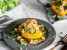 Vegan gefüllte Paprika mit Quinoa, Bohnen und Brokkoli