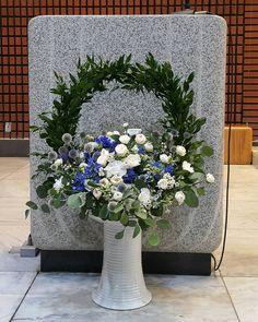 관련 이미지 Church Flower Arrangements, Floral Arrangements, Alter Flowers, Gerbera, Altar, Floral Wreath, Wreaths, Projects, Plants