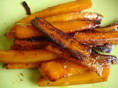 Un régal ces carottes confites! source un dîner presque parfait! 600 gr de mini carottes -50 gr de beurre demi sel 10 gr de sucre de canne . 1 carré de feuille sulfurisé éplucher les carottes , les faire sauter au beurre jusqu'à coloration des carottes,...