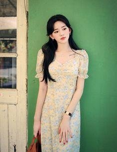 Korean Girl Fashion, Asian Fashion, Womens Fashion, Female Fashion, Fashion Illustration Sketches, Asia Girl, Flower Dresses, Beautiful Asian Girls, Chiffon