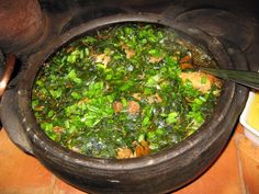 Frango com oro-pro-nobis, prato típico da culinária de Minas Gerais - Foto de Lydia