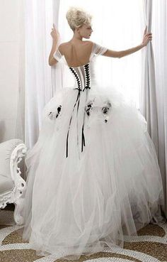 Love the corset with off the shoulder sleeves.. I've drempt of something like this since I was little