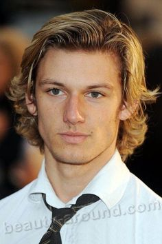 alex pettyfer with yet longer hair could be DAVEITHE Alex Pettyfer, Richard Pettyfer, Teen Boy Hairstyles, Haircuts For Men, Surfer Hairstyles, Boy Haircuts Long, Funky Hairstyles, Formal Hairstyles, Hair Flow