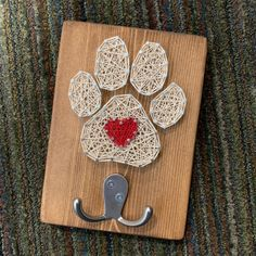 new puppy Need a leash holder for your fur baby? How about a special gift for the dog lover in your family? This paw print string art sign and leash holder would be perfect as a new pet gift Puppy Gifts, Dog Mom Gifts, Gifts For Pet Lovers, Pet Gifts, Pet Shop, Dog Leash Holder, Love Dogs, Dog Crafts, Diy Stuffed Animals