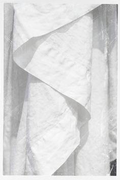 still life and interior photography #WhiteAndPure #LinenTablecloth #PeponiHome #SophiaTerraZiva