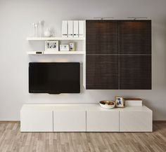 Ikea Besta Regal je nach Geschmack mit anderem Mobiliar kombinieren