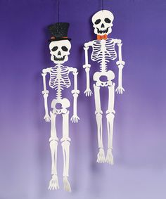 Decorate the house with teeth-chattering décor! Made for display, this spooky hanging skeleton set is an eye-catching addition to the mantel or entryway, perfect for a little jolt of festive fun.