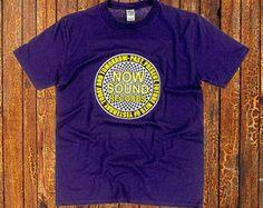 Now Sound Records T-shirtPaars Gildan 4100 heren t-shirt met een 2 kleuren plastisol opdruk.