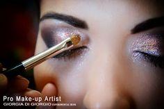 GLITTER - makeup ideas by Giorgia Di Giorgio   Applicazione - Un prodotto per  moda, foto e trucco artistico o utilizzato per impreziosire  di luminosità il trucco quotidiano.   Utilizzato su corpo, viso, occhi, labbra e capelli. http://makeupartistgiorgia.blogspot.it/2015/01/glitter-mania-glitter-stefania.html