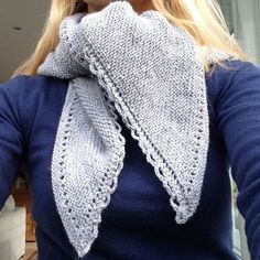 Here is the simplest shawl knitted: My shawl of the pastures is without any . Knitted Shawls, Crochet Scarves, Knit Crochet, Knit Wrap, Diy Clothes, Free Pattern, Voici, Knitting, Bonnets